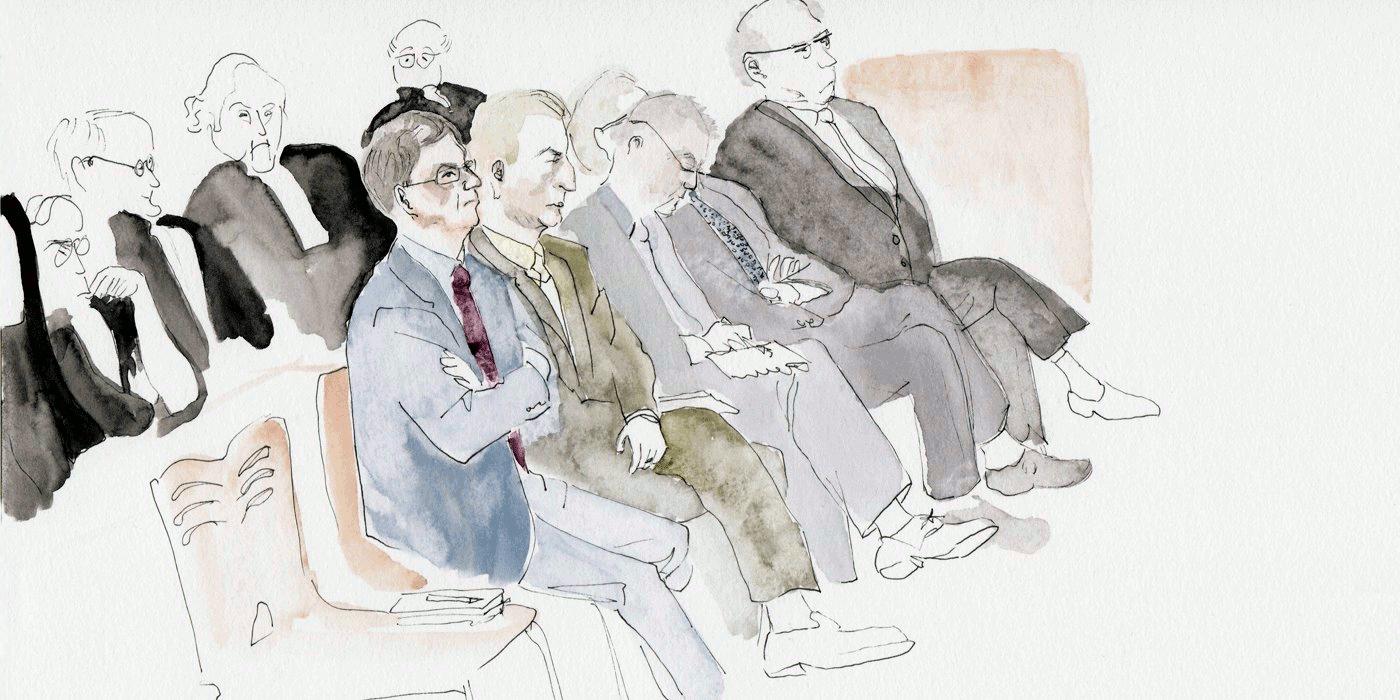 Les prévenus assis devant leurs avocats
